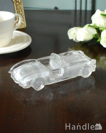 車のアンティークプレスドグラス