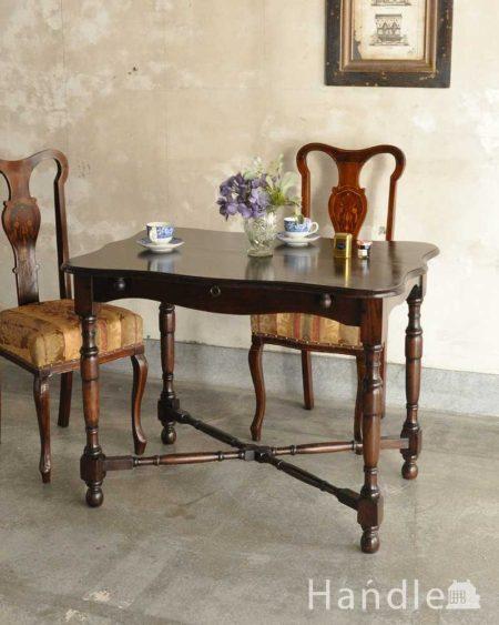 イギリスの伸長式アンティークテーブル